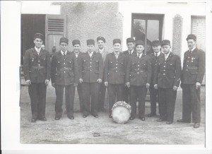 Les pompiers de Saint-Sauveur dans Vie administrative et sociale pompiers-1960-300x218